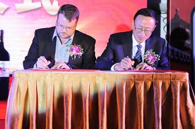 Signature contrat Oenoteam et Xixia King Winery